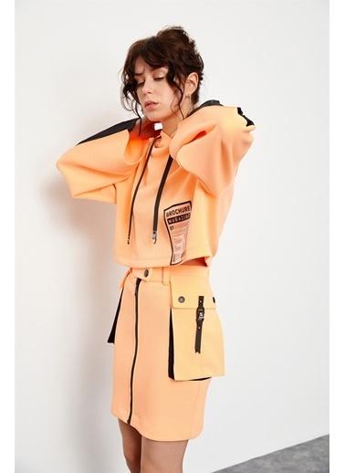 Setre Oranj-Siyah Kapüşonlu Crop Sweatshirt Siyah